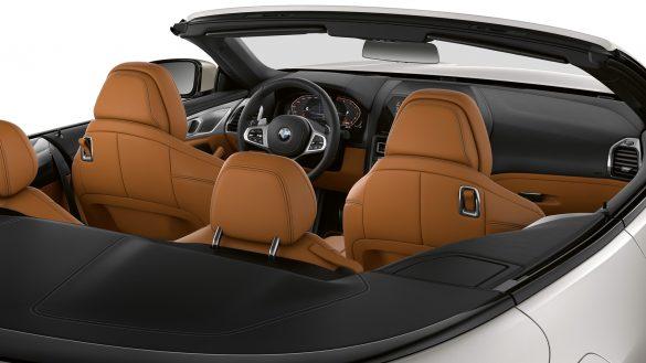 BMW 8er Cabrio mit geöffnetem Verdeck
