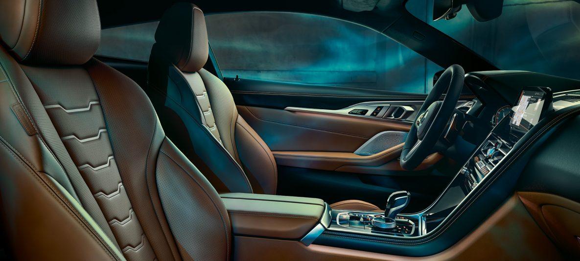 BMW M850i xDrive Coupé, Interieur mit Multifunktionssitzen in BMW Individual erweiterte Lederausstattung 'Merino' Tartufo/Schwarz.